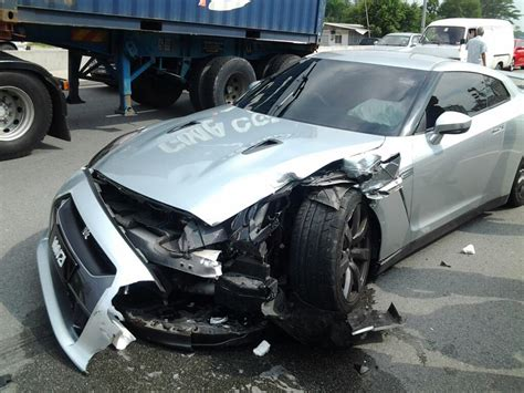 Nissan Gtr R35 Mercedes C Klasse Crash by Nissan Gt R Crash In Malaysia Image Mohammed Firdaus Kamal