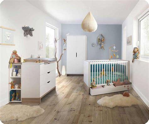 chambre nourrisson chambre bébé complète plume blanche et bois