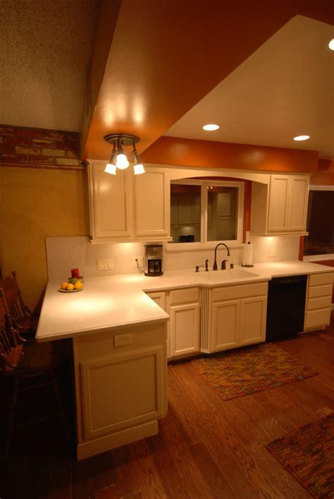 soft white kitchen cabinets kraftmaid canvas cabinets soft white kitchens 5591