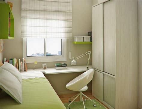 Kinderzimmer Junge Meer by Kleiner Schreibtisch Zwischen Bett Und Kleiderschrank