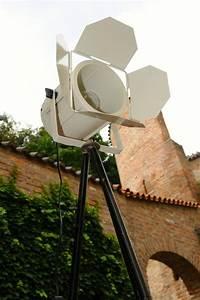 Stehlampe Weißer Schirm : theaterscheinwerfer wei onkel edison lampen design upcycling ~ Frokenaadalensverden.com Haus und Dekorationen