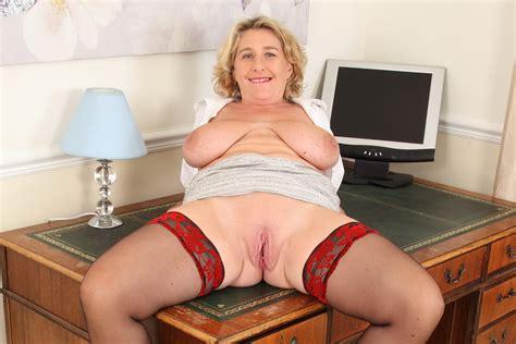 British Milf Camilla Creampie Gets Her Mature Fanny Off