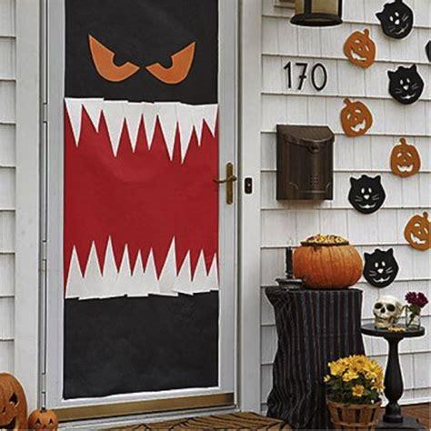 easy diy halloween decorations   dorm room holiday decorations halloween door