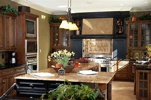Dark kitchens with dark wood and black kitchen cabinets for What kind of paint to use on kitchen cabinets for teddy bear wall art