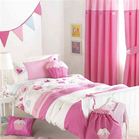 pouf de chambre la chambre pour enfant rideaux jetées de lit sur mesure