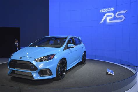 blue 2 ford focus rs brightens up its paint for