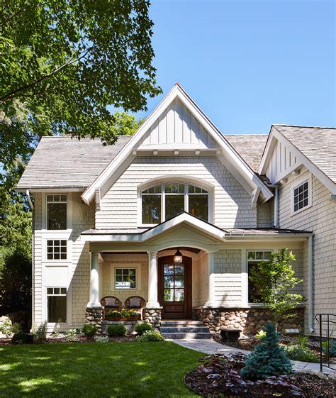 Luxurious Lakeside Cottage With Timeless Coastal Interiors