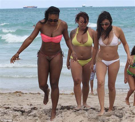 hot photo gallery  serena williams pakai bikini