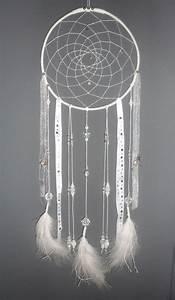 Attrape Reve Blanc : attrape r ves blanc dreamcatcher plumes perles et ficelle dream catchers pinterest pom ~ Teatrodelosmanantiales.com Idées de Décoration