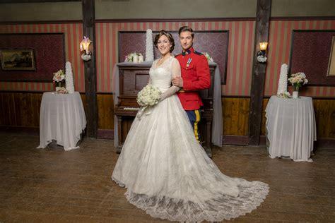 heart   wedding guests