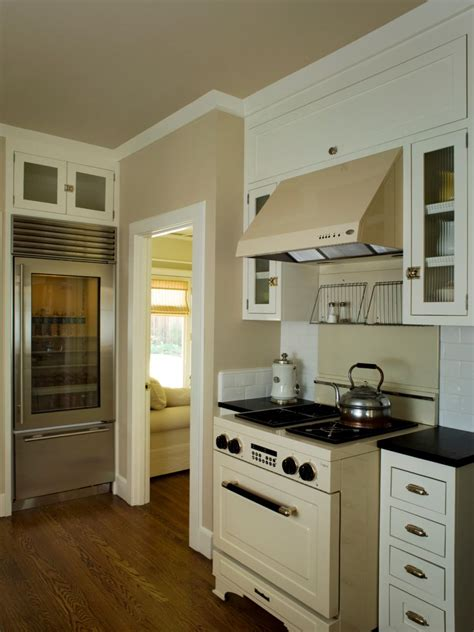 neutral kitchen  vintage stove  range hood hgtv