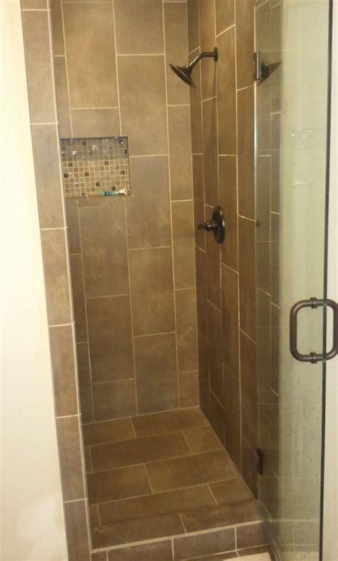 Small Tiled Bathrooms Ideas by Best 25 Small Bathroom Showers Ideas On Small