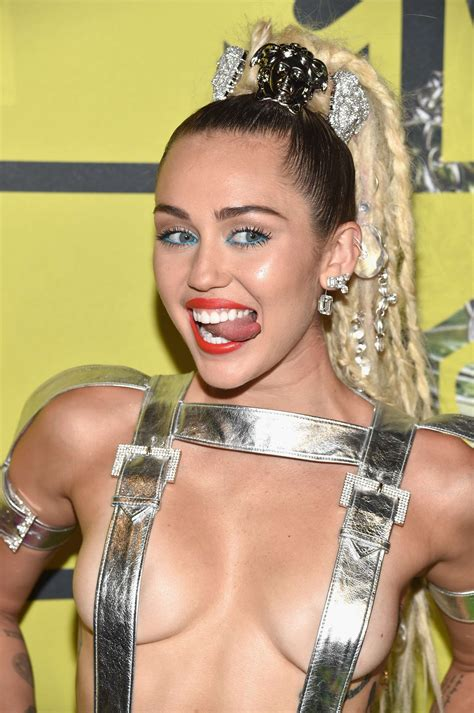 miley cyrus nude pics  fappening leaked