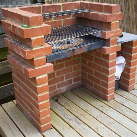 fumoir cuisine comment construire un barbecue en brique barbecue en brique comment construire et barbecue