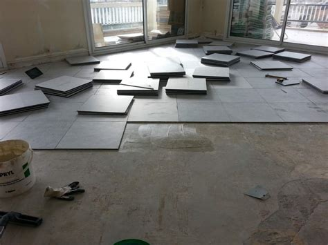 r 233 alisation de carrelage de sol dans un appartement 224 marseille plombier pour d 233 pannage d