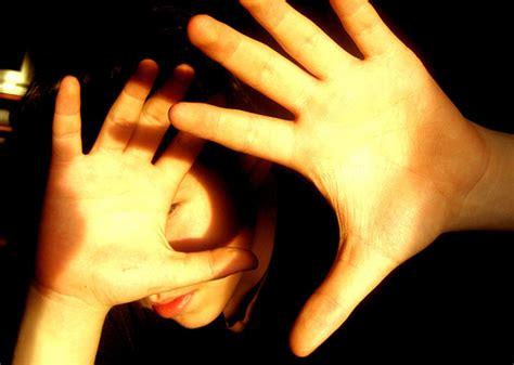 eye sensitivity to light photophobia causes symptoms treatment photophobia