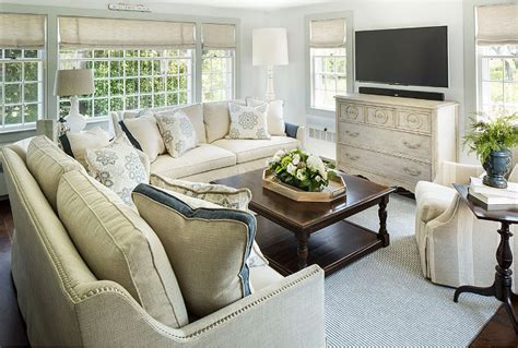 benjamin moore color   year  simply white color