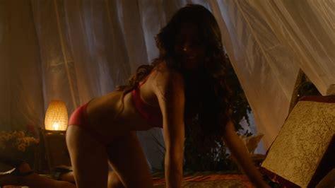 Emeraude Toubia Nuda Anni In Shadowhunters
