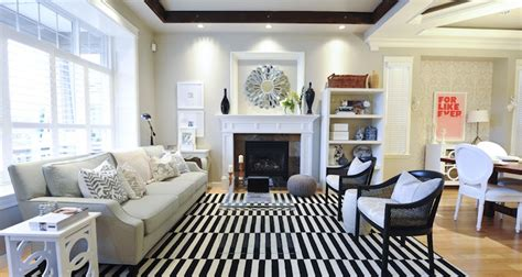 Striped Rug In Living Room : Black And White Striped Rug