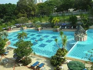 bild quotgarten mit poolquot zu hotel lek villa in pattaya With französischer balkon mit garten und pool