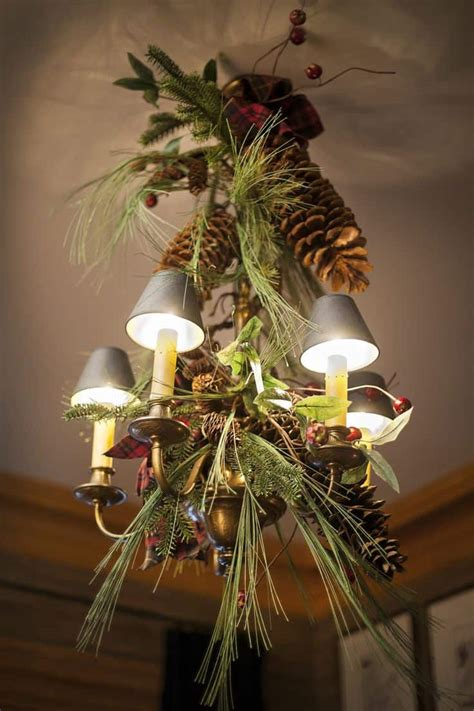 How To Decorate A Chandelier by 17 Gorgeous Chandeliers For A Yuletide Home