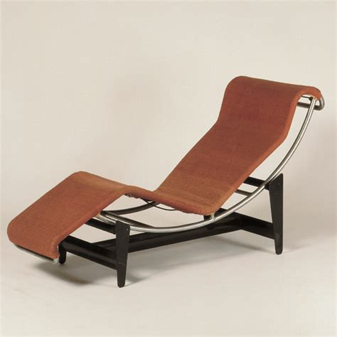 chaise longe le corbusier inhale mag vitra design museum 100 masterpieces inhale mag