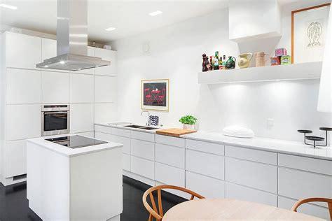 table de cuisine ikea blanc voxtorp blanc laqu avec ikea cuisines cuisine ikea blanc