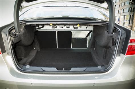 essai comparatif la jaguar xe  defie la mercedes