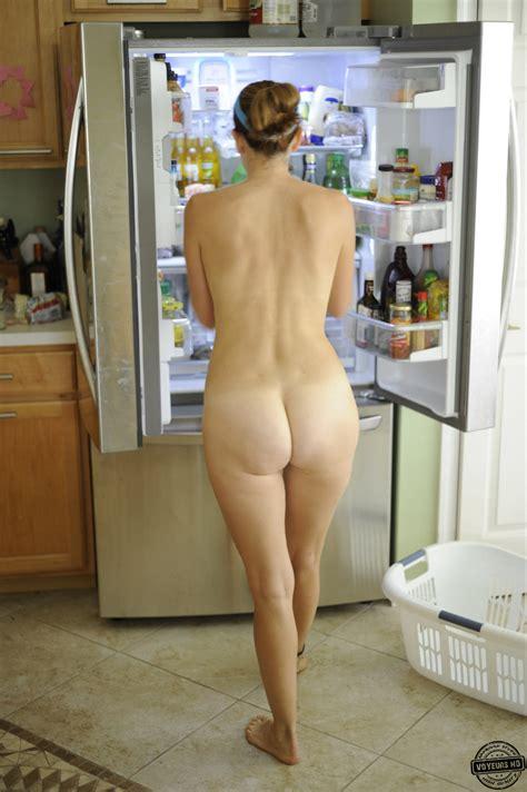 Housewife in the Kitchen - Voyeur Videos