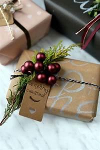 Geschenke Richtig Verpacken : geschenke verpacken mit packpapier und pers nlichem lettering pieces of mariposa ~ Markanthonyermac.com Haus und Dekorationen