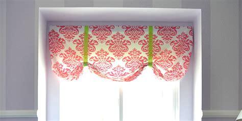 remodelaholic easy  sew window valance   crib sheet
