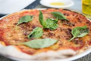 Pizzastein Selber Machen : rezept f r pizza schneller pizzateig pizza selber backen ~ Watch28wear.com Haus und Dekorationen