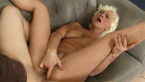 Beautiful Mature Short Hair Getting Drill In Her Giant Deepthroat