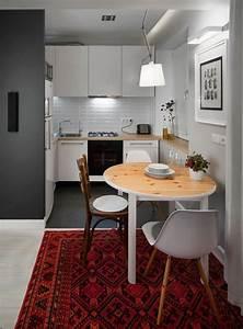 Kleine Küche Mit Essplatz : kleine wei e k che im skandinavischen stil mit essplatz k che pinterest spaces kitchens ~ Frokenaadalensverden.com Haus und Dekorationen