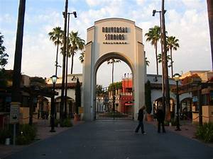 File:Universal Studios Hollywood main entrance after hours ...