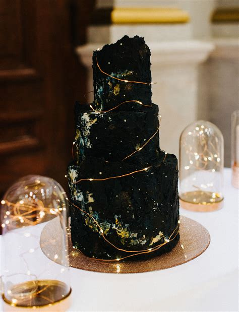 chic unexpected black wedding cakes