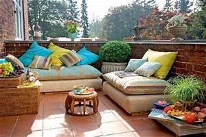 orientalisch einrichten orientalische kissen auf dem With französischer balkon mit kissen für den garten