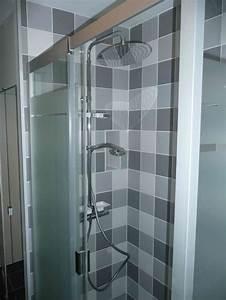 Carrelage De Douche : 1 an 3 salles de bain 3 gris et blanc ~ Edinachiropracticcenter.com Idées de Décoration