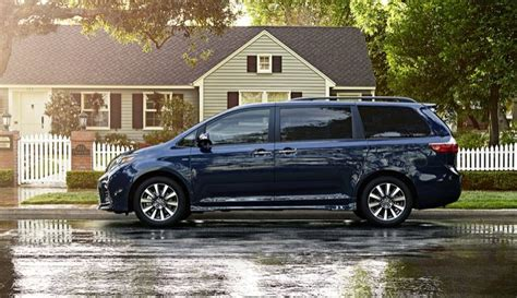 Minivans Crash Test by In The Market For A Minivan Consider These Crash Test