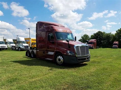 sleeper tractors  sale  mo penske  trucks