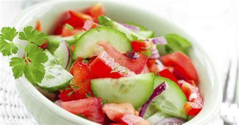 table cuisine petit espace recette de salade froide de concombres tomates et menthe