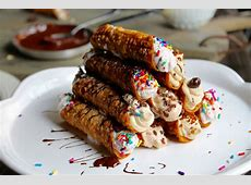 Little Nonna's Celebrates National Cannoli Day With A One