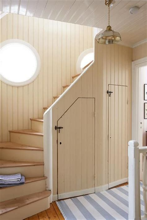 Best 25  Cottage stairs ideas on Pinterest   Cottage