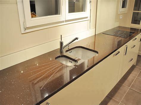 plan de cuisine en quartz granits déco plan de travail en quartz quarella maron