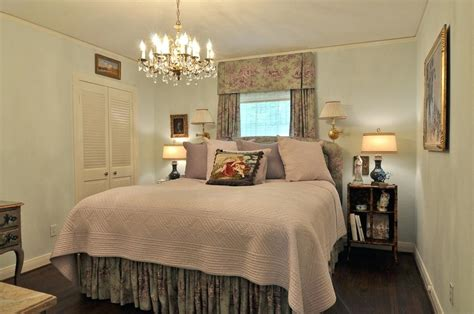 Decorating Small Master Bedrooms House n Decor