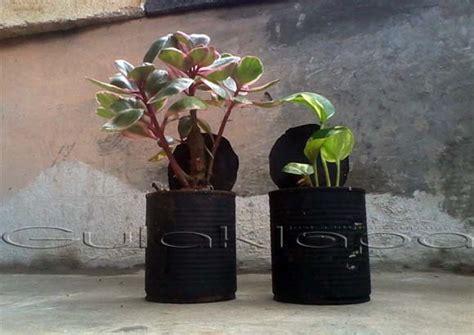lima langkah mudah membuat pot bunga kaleng bekas