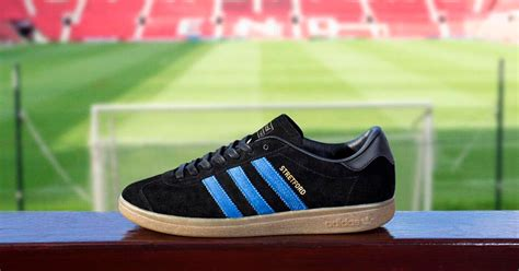 manchester united limited edition trainers