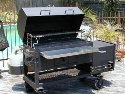 luxury grills smokers    summer bbq season