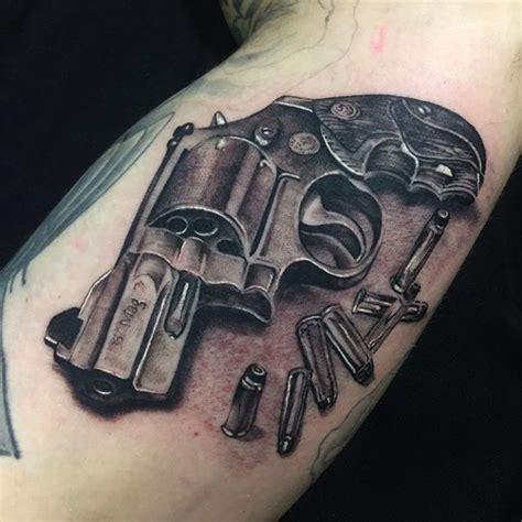 Un Tatouage Pistolet Pour Un Style Exceptionnel