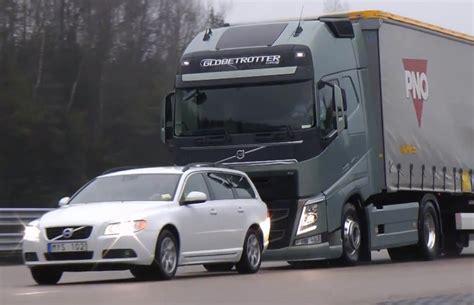 new volvo semi truck video find volvo 39 s new semi truck stops itself just shy